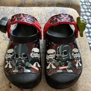 Kids Darth Vader Star Wars Crocs clogs size 10-11